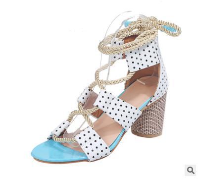 핫 준비로 선박 2020 새로운 인기있는 여성의 신발 컬러 블록 두꺼운 발 뒤꿈치 레이스 오픈 발가락 컬러 샌들
