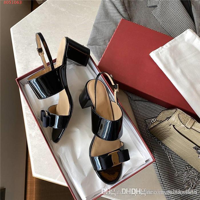 Womens Ledersandalen Metall Ornament Glanzlackleder Nude Farbe schwarz Leder Open Toe High Heel Sandalen, mit High-End-Verpackung
