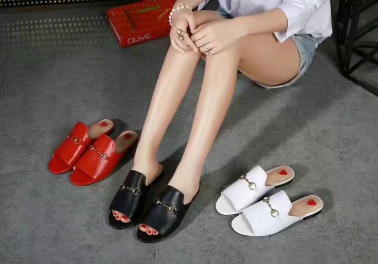Hot Sale-Mules Princetown donne di colore solido di lusso del cuoio del progettista del metallo di modo Catena scarpe sandalo casual