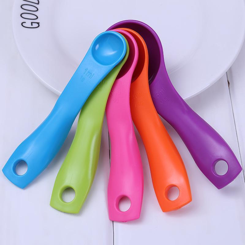 더블 규모 특종 5PCS 설정 다채로운 플라스틱 계량 스푼 주방은 높은 온도 저항 베이킹 도구 0 95xa E2 공급으로