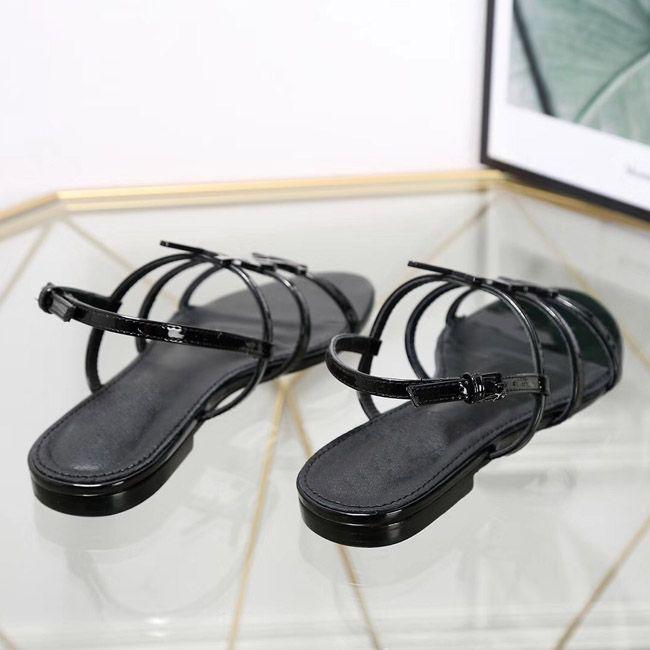 Heißer 2019 neue designer flache sandalen metallstreifen schwarz lackleder frauen tribut echt leder brief sandalen metallschnalle frauen schuhe