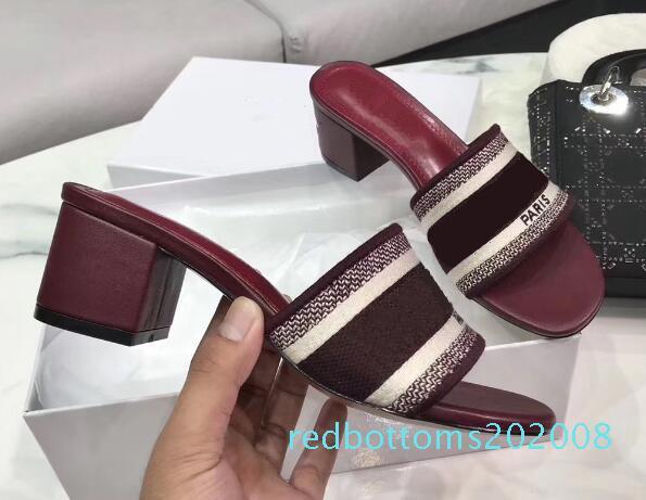 Dazzle Çiçekler Kadınlar Sandalet Tasarımcı Terlik Yüksek Topuklar Nakış Sandal Brocade Terlik Flop'lar Çizgili Plaj Nedensel Terlik R08 çevirin
