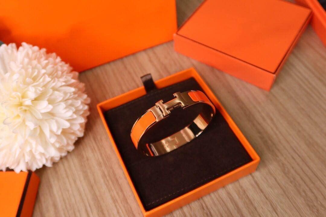 Luxueux bracelet H de couleur émail ornée, plaqué or 18 carats en cuir doré avec rétention de couleur durable, design haut de gamme fashi femme