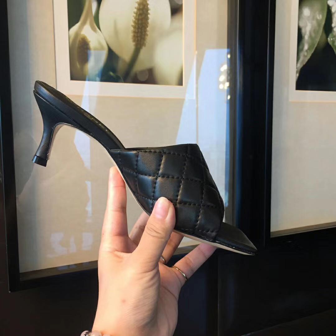 alta qualità! 2020052605Y IoVRY / Black / Beige Trapuntato Pelle di agnello Skin 6.5 cm Slides Sandali tacchi