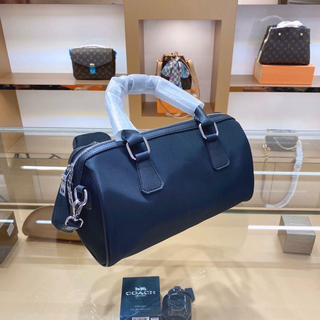 2020 Nueva marca de diseño del bolso de compras sencilla mujeres de gran capacidad decoración de la cadena del mensajero del bolso de compras sencilla P24