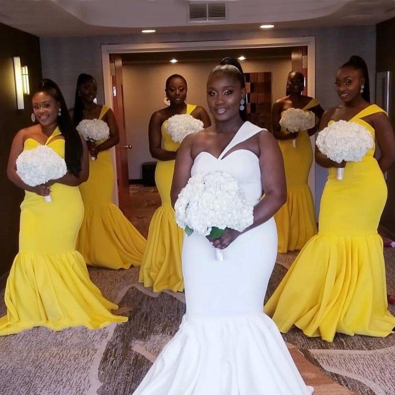 Plus Size Sexy Sirena Abiti da damigella d'onore Una spalla nera in raso Abito da cerimonia nuziale africano per gli ospiti Abito da damigella d'onore