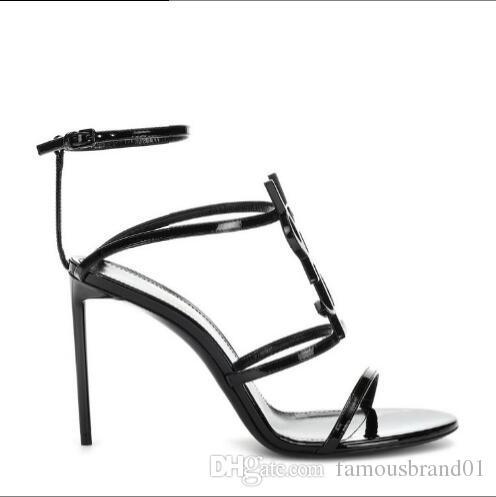 2019 최고 품질의 고급 디자이너 스타일의 특허 가죽 스틸 레토 스틸레토 여성의 독특한 알파벳 샌들 웨딩 드레스 신발 섹시한 신발 상자 05