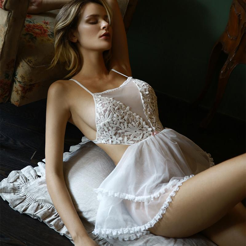 Женские спящие одежды Женская принцесса Холтер Nightgownss Сексуальная кружевная подвеска Без спинки Ночная связь со сочной домашней одеждами Ночное платье женское бельё