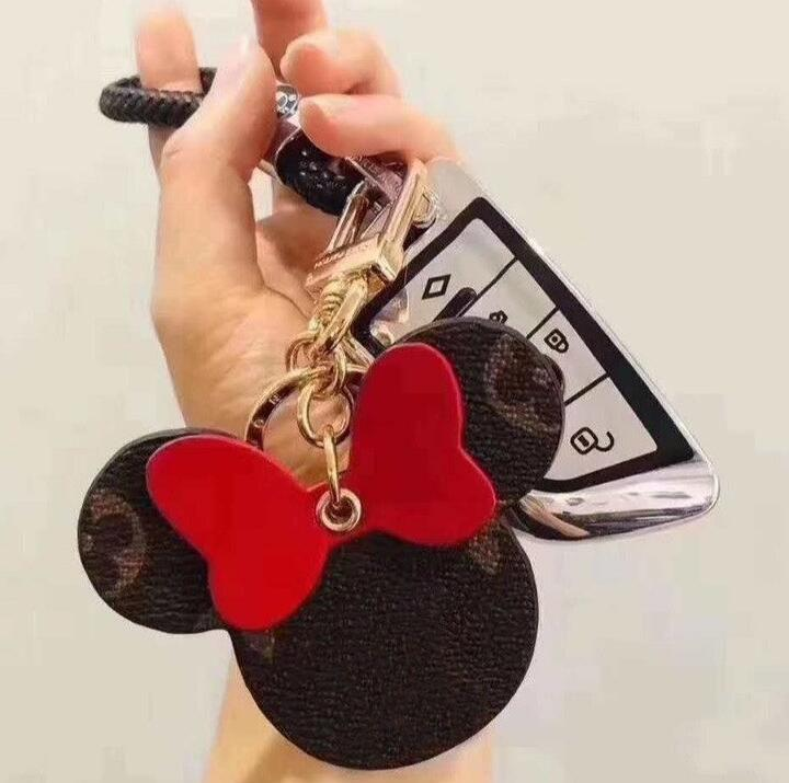Cartoon Keychains for Women Men L Letter Design Keyrings Gifts Key Chain Car Key Buckle Rings Accessories Fashion Bag Charms Souvenir Gift