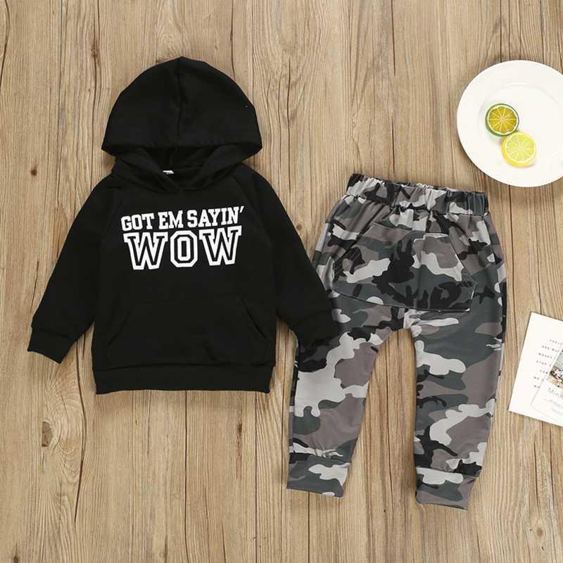 Ragazzi del bambino che coprono insieme Lettera a maniche lunghe con cappuccio Top + Camouflage Pants Autunno Inverno per bambini per bambini Outfits copre gli insiemi