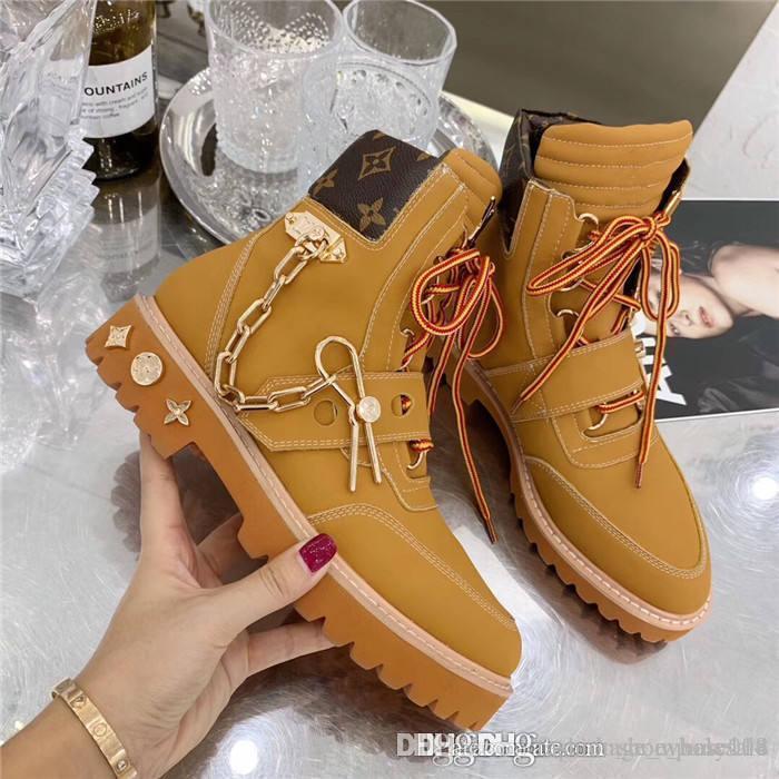 Hot boot sale-caviglia, pelle di vitello scamosciata Donna Stivali scarpe da ginnastica con una catena di metallo e perno in bianco beige Con casella Formato 35-45