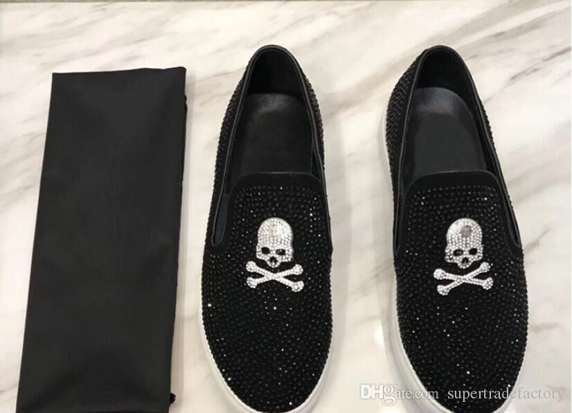 Mode de style Européen Casual Chaussures Habillées Pour Hommes Noir crâne strass En Cuir Véritable Hommes Chaussures De Mariage Métallisé Hommes Clouté Mocassins