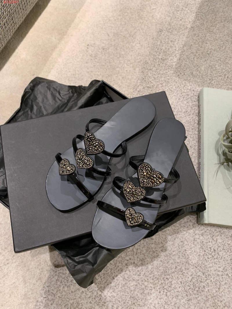 Hot Sale-Classic Novos chinelos de lazer, chinelos em forma de Coração com strass, mulheres Diariamente Use. Tamanho 34-40, venda Quente em