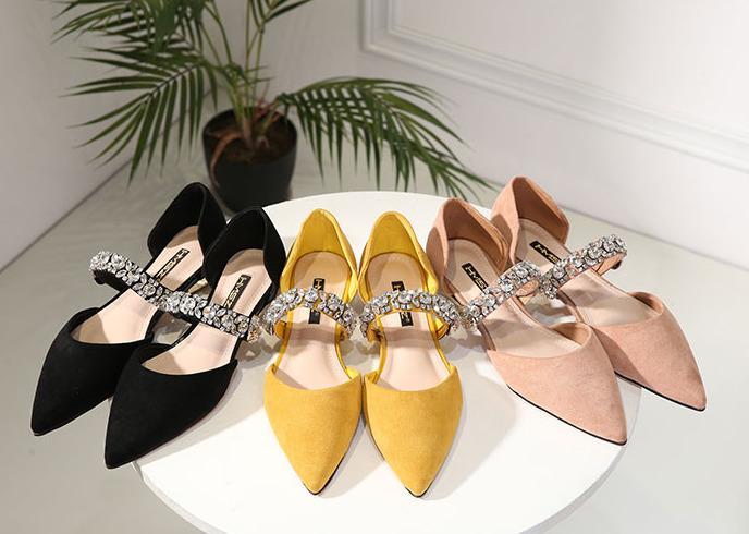 Hot Sale-2019 Desnudo Baitao Powder Negro Rhinestone Hebilla Baotou Sharp Boca baja Trabajo solo zapato Mujer Cómodo fondo plano de la mujer