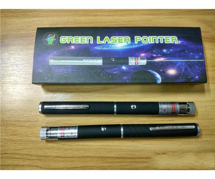Grüner Laser-Zeiger 2 in 1-Sterne-Cap 5 mW Muster 532nm grünen Laser-Zeiger-Feder mit Sternkopf Laser Kaleidoskop Licht mit Paket FREIEN SCHIFF