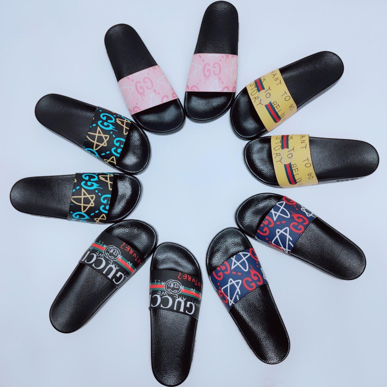 atacado Homens Mulheres DesignerSandals Casal BrandSlipper praia do verão Shoes falhanços de aleta Multi-Cor de luxo Mens Slides Mulheres S LJJC 2020503K