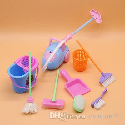 Barbie Doll ev Çocuklar Eğitim Oyuncak İçin 9pcs / Seti Doll Aksesuarları Mini Süpürge Paspas Çöp Kutusu, Ev Temizleme Araçları