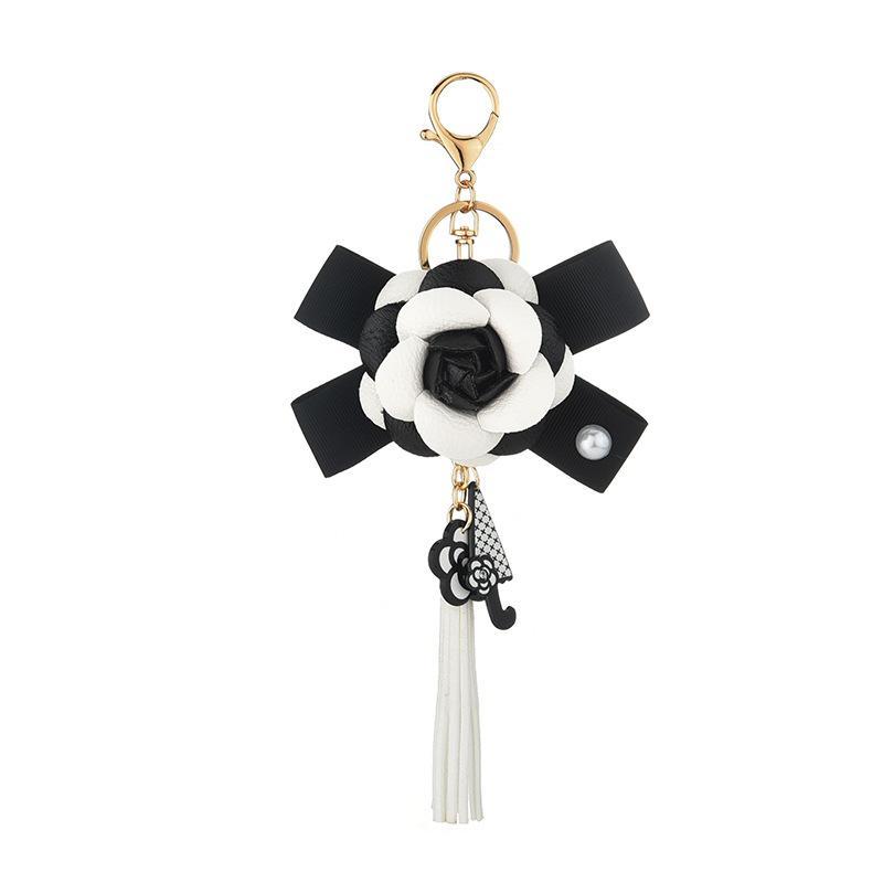 동백 꽃 열쇠 고리 쥬얼리 패션 진주 술 술 주머니 액세서리 가방 여자를위한 매력 차 열쇠 고리 홀더 여자 블랙 화이트