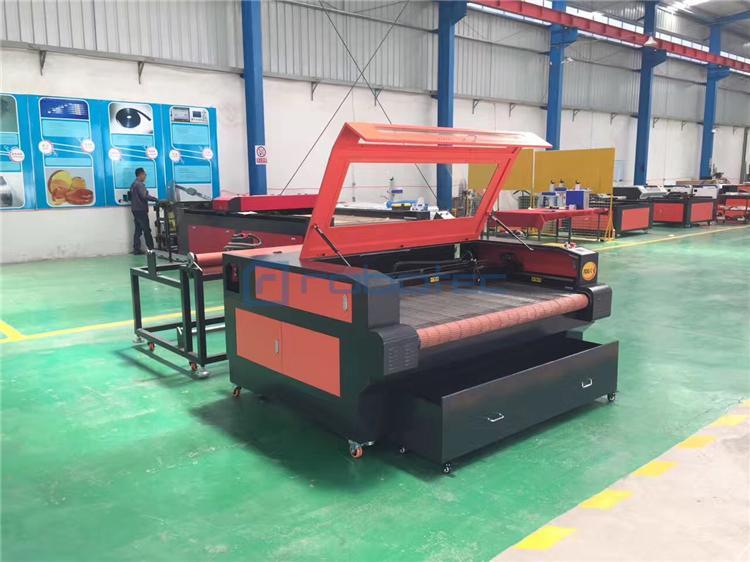 Auto feeding co2 cnc CCD camera scanning laser cutting machine for cloth fabric leather wood mdf 1610 cnc laser cutter engraver