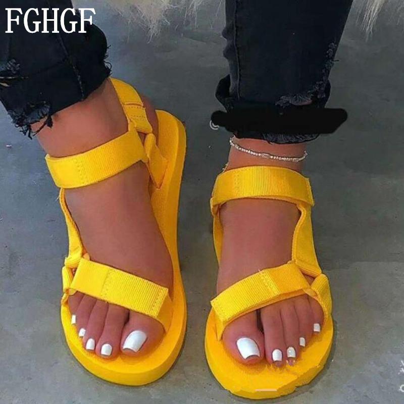 Colori nuovi sandali di estate delle donne caramella scarpe casual della fibbia morbida gomma piuma Sole scarpe da spiaggia all'aperto femminili Plus Size 35-43 S119