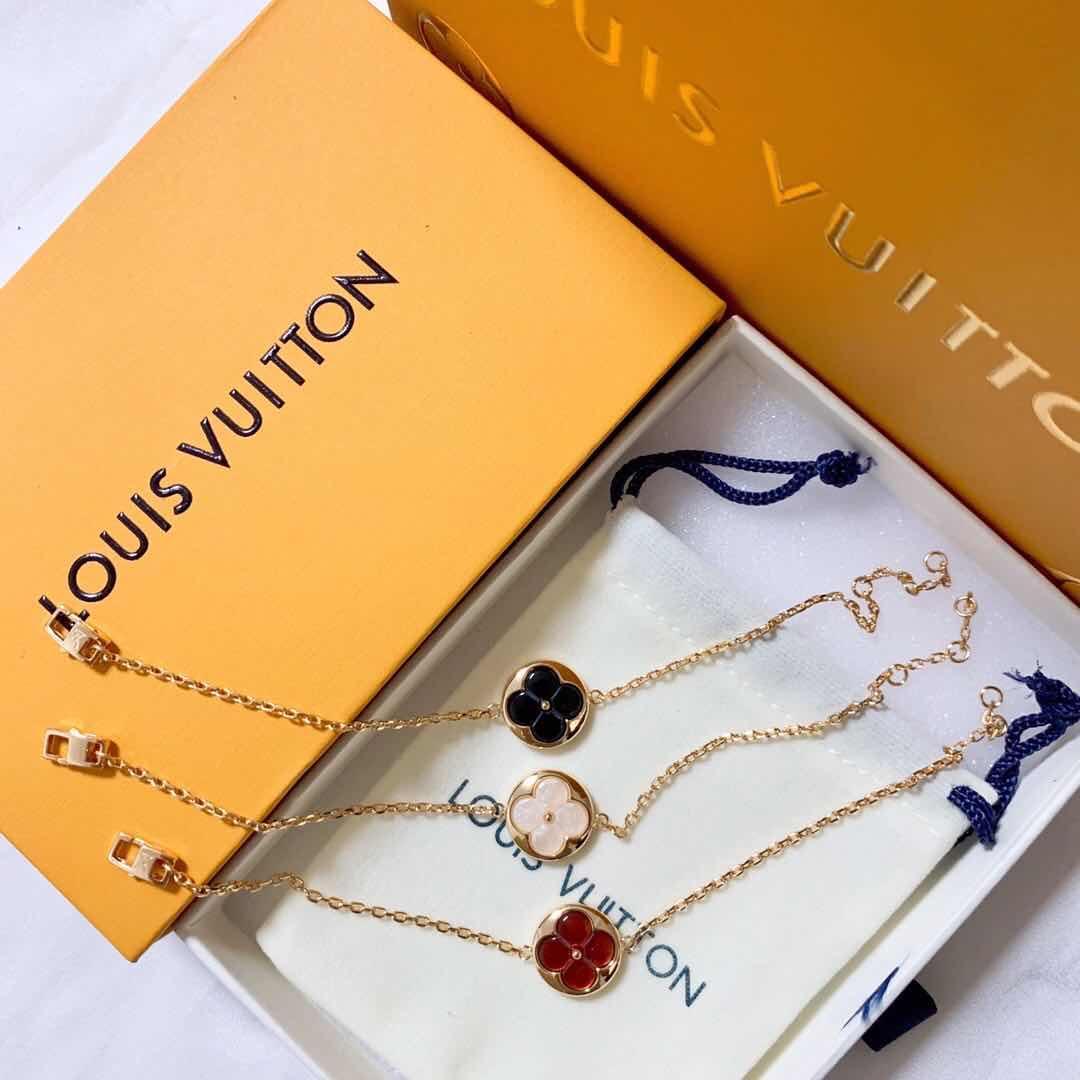 Nouveau produit Luxury Design Bracelet Bracelet en or pour Femme de haute qualité Bracelet en laiton Accessoires de mode d'alimentation avec la boîte mo4