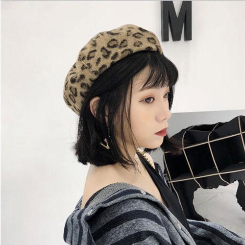 Cammello / Grigio Moda peloso Beret Hat per le donne della stampa del leopardo Beanie di inverno delle signore artista francese Trendy Cap Berretti Accessori regalo