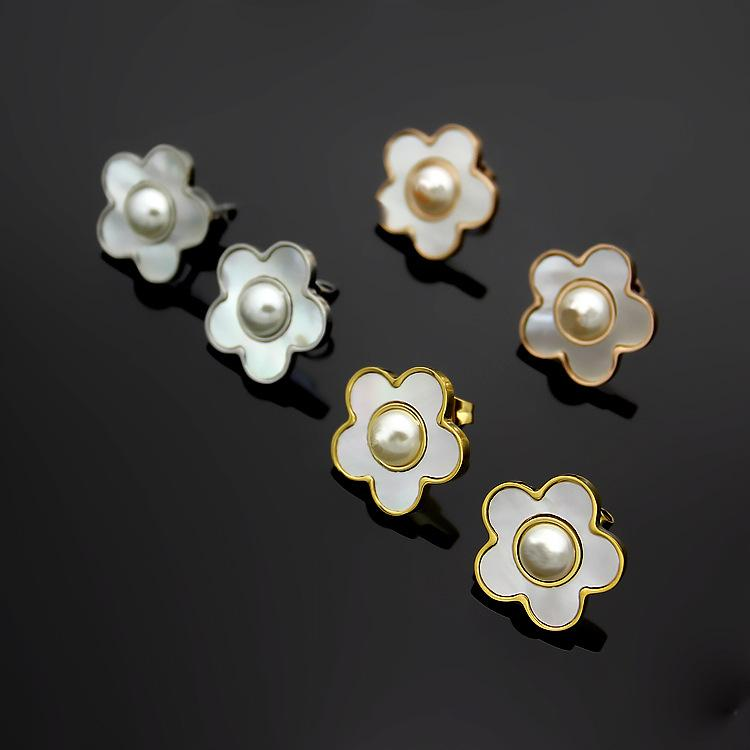 New Pattern Lady Pearl Diamond Insert Hollow Out Gap Five Corners Stars Orecchini chiodo Orecchini popolari per le donne