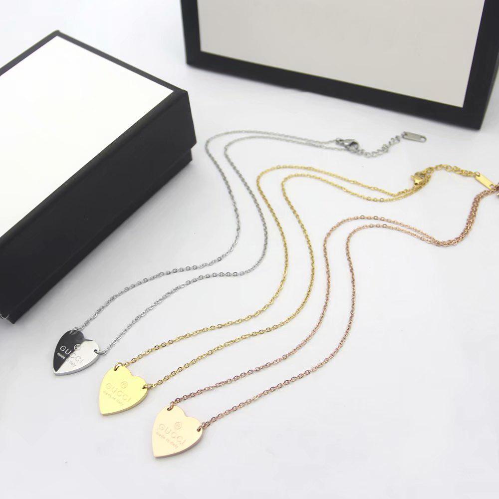 Kommen neue Art und Weise Dame Titan Stahl Schriftzug 18K Plaqué Halskette mit G-Buchstabe-Herz-Anhänger 3 Farbe