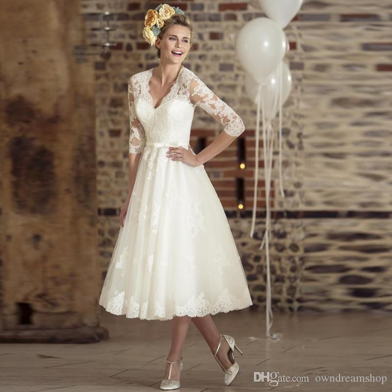 Profundo de la vendimia con cuello en V de longitud de té de 1950 Quarter Sheer encaje vestido de novia corto Banda Tres manga una línea vestidos de novia por encargo apliques