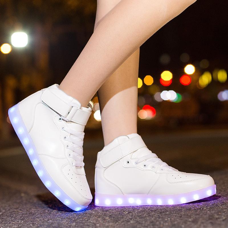 Classique Led Chaussures Pour Enfants Et Adultes Usb Chargering Light Up Sneakers Pour Garçons Filles Hommes Femmes Glowing Fashion Party Chaussures Y190523