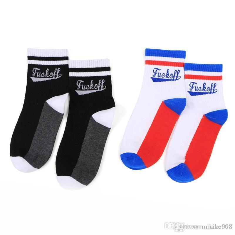 Erkekler ve kadınlar Mektubu baskı Çorap pamuk erkekler ve kadınlar Çorap Orta tüp Havalandırma Anti sürtünme Koku Giderme Siyah renk
