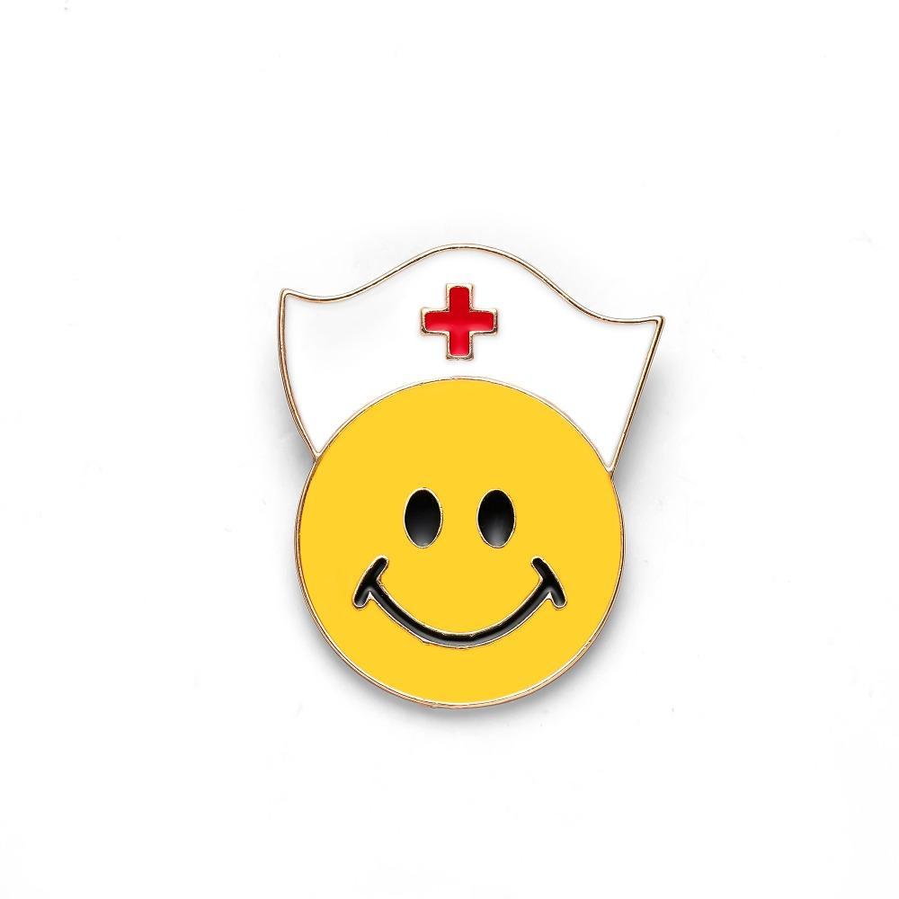 Le donne volto sorridente con l'infermiera Cappello Pocket Pin smalto Spille Medical risvolto carino spilla Pin Emoticon regalo gioielli fai da te