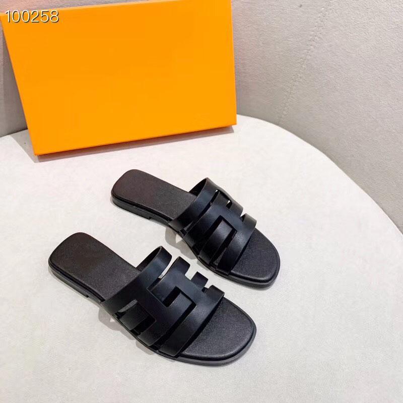 Tasarımcı Kaydırıcılar Yeni Yaz Kadın Terlikler Terlik Düz Sandalet Bow Perçin Moda Kristal Beach Ayakkabı En Çok Satan