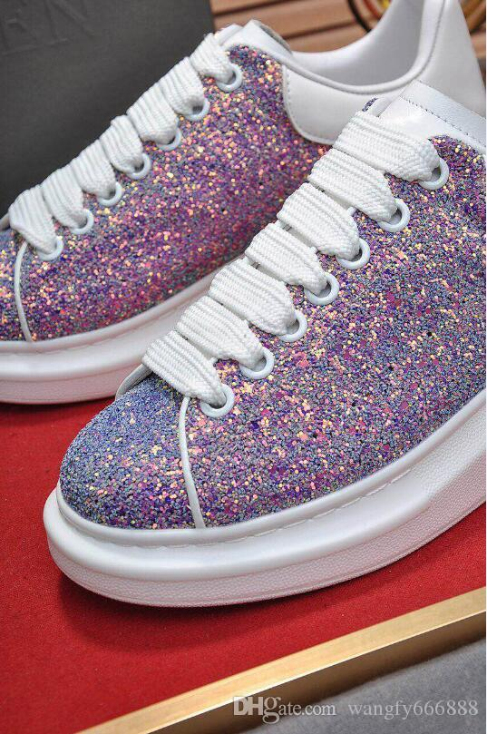 Le scarpe spesse di cuoio opzionali di cuoio di 7 colori opzionali aumentano le scarpe di lusso del progettista delle scarpe delle donne degli uomini selvaggi delle coppie trasporto libero L125