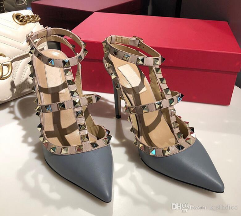 Venta caliente-Diseñador de punta estrecha 2-Correa con tachuelas tacones altos Remaches de cuero Sandalias Zapatos de mujer zapatos de tacón alto de San Valentín