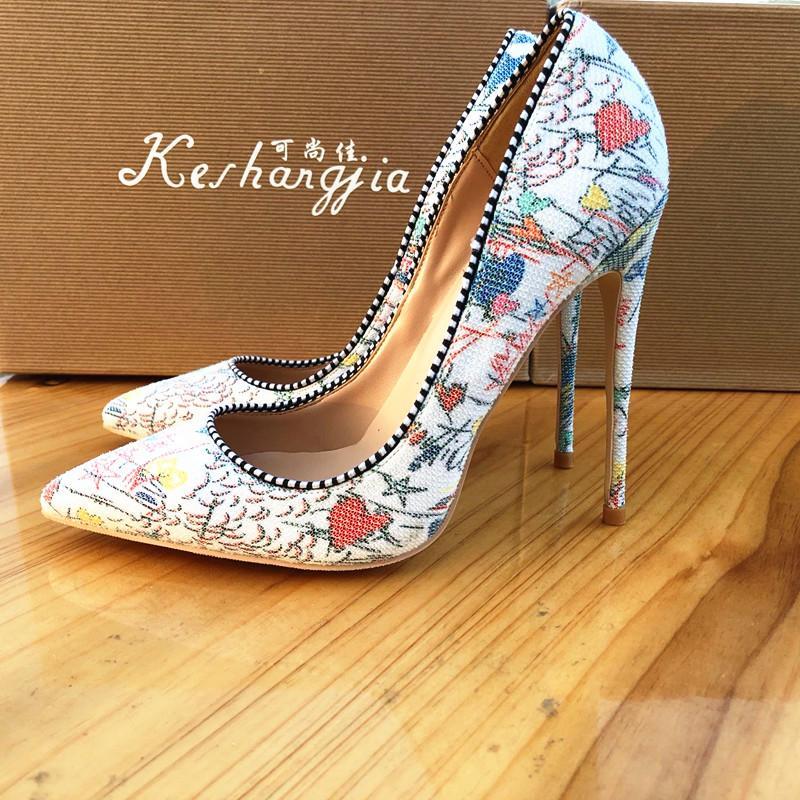 Artı 42 ila 46 Beyaz Graffiti Sivri Kırmızı Alt Yüksek Topuklar Lüks Tasarımcı Ayakkabı Bayan Elbise ayakkabı 10cm 12cm 8 cm tradingbear için Boyut 33