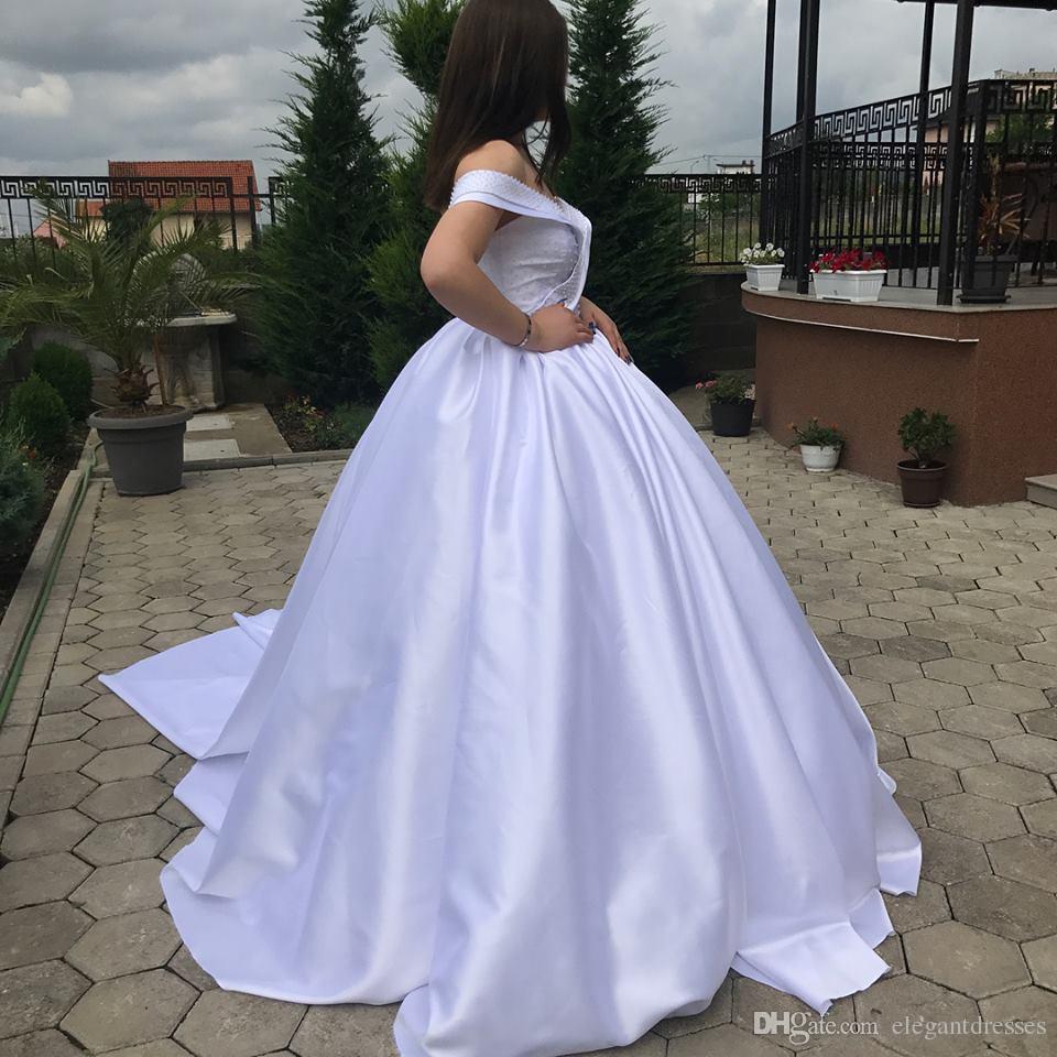 Ombro Off Sexy Beading Bola de vestidos de casamento vestido de manga curta plissada renda acima para trás Jardim vestidos de noiva formal Longo Vestidos De Casamento