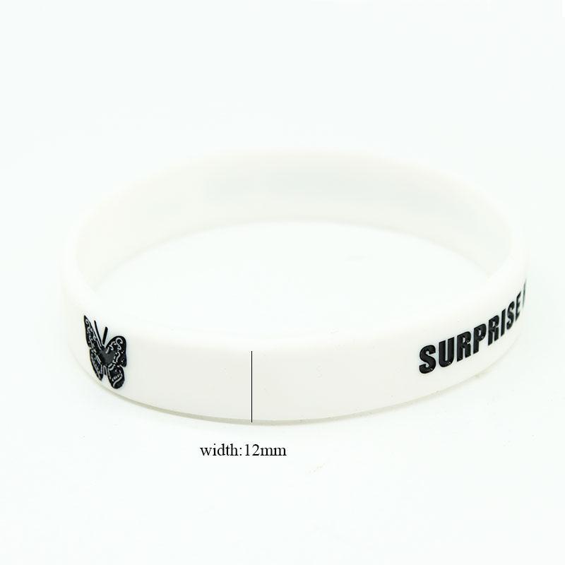 Braccialetti di fascino del silicone della lettera della farfalla di modo per le donne Braccialetti di gomma di sport dei braccialetti dei braccialetti di sport delle ragazze
