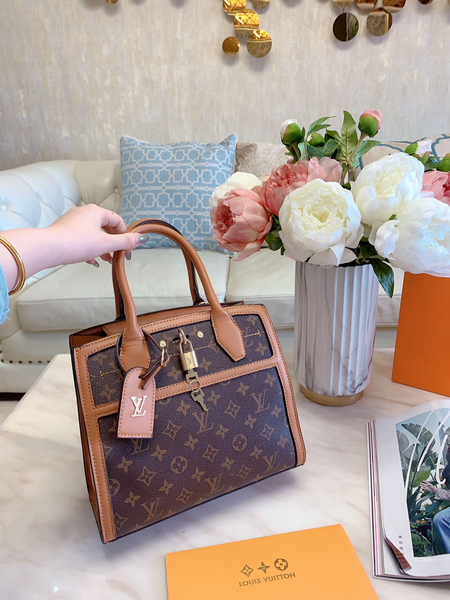 2020 Marke Einkaufen Handtasche einfach große Kapazität Frauenschulterkettendekoration Umhängetasche Designer Shopping Handtaschen L30