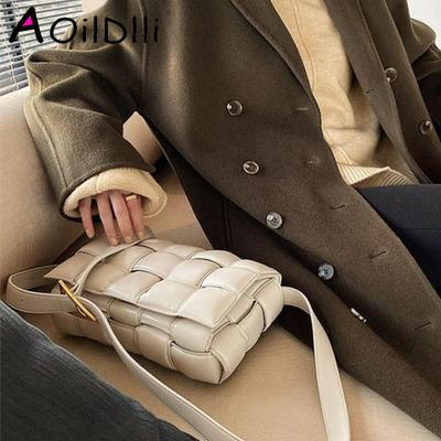 2020 Новый Коровья кожа Crossbody сумки для женщин Популярные ткачество Роскошные сумки Женские сумки конструктора мешки плеча повелительниц Totes T200605