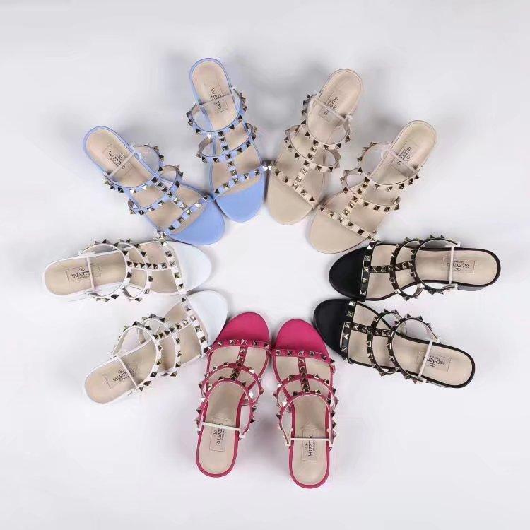 женщины Designerluxury Сандалии Свадебная обувь женщина Высокие каблуки BrandSandal моды лодыжки ремни Заклепки обувь Высокие каблуки BrandSlide 20021605T