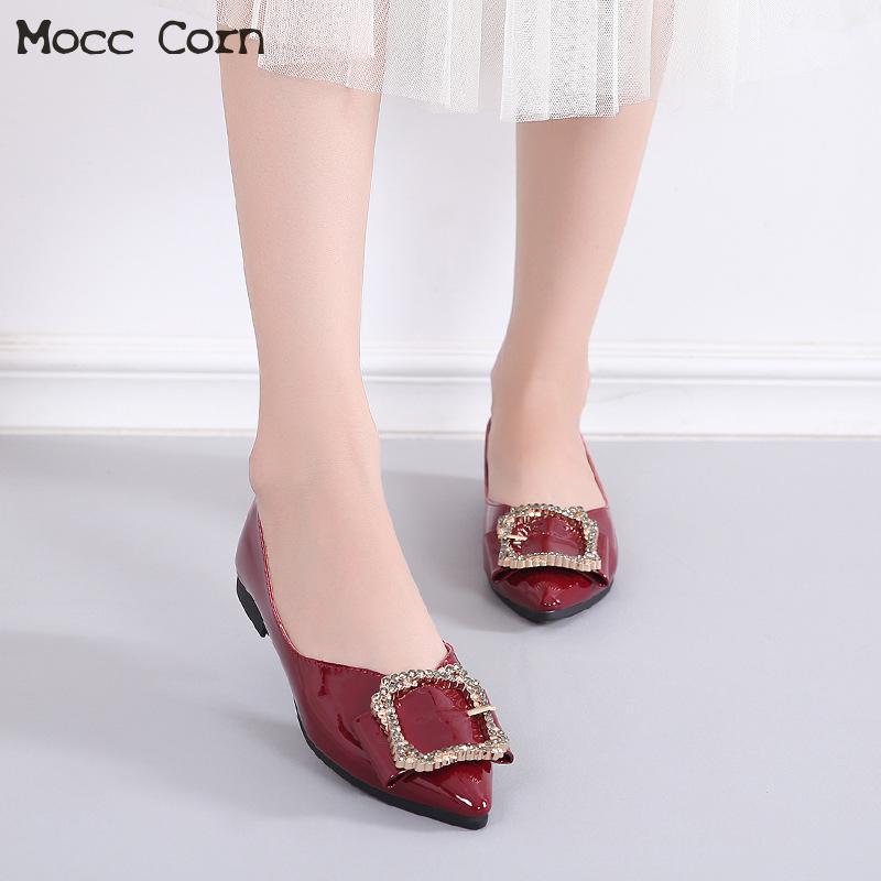 2019 Mulheres Flats Shoes Bling Cristal Sapato de bico fino plana Ballet Shoes Deslizamento Couro envernizado em Loafers Casual Mocassins Senhora Calçado