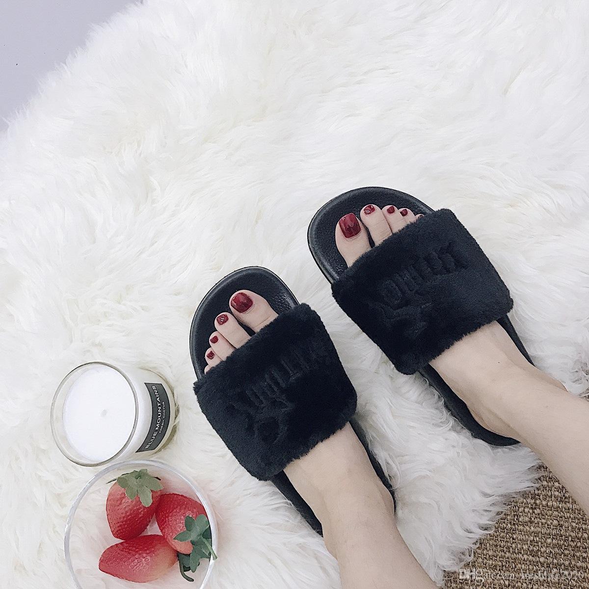 2020 Heißer Verkauf Frauen Plüsch Haus Stickerei Buchstaben Plüsch Pantoffeln Frau Beleg auf Wohnungen Nette Bowtie Weibliche pelzigen Slides Winter Pantoffel