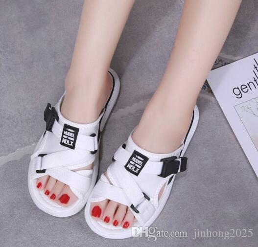 Zapatillas para mujer, ropa de verano, nueva versión coreana de zapatos de plataforma ulzzang salvaje, sandalias rojas netas de moda plana.