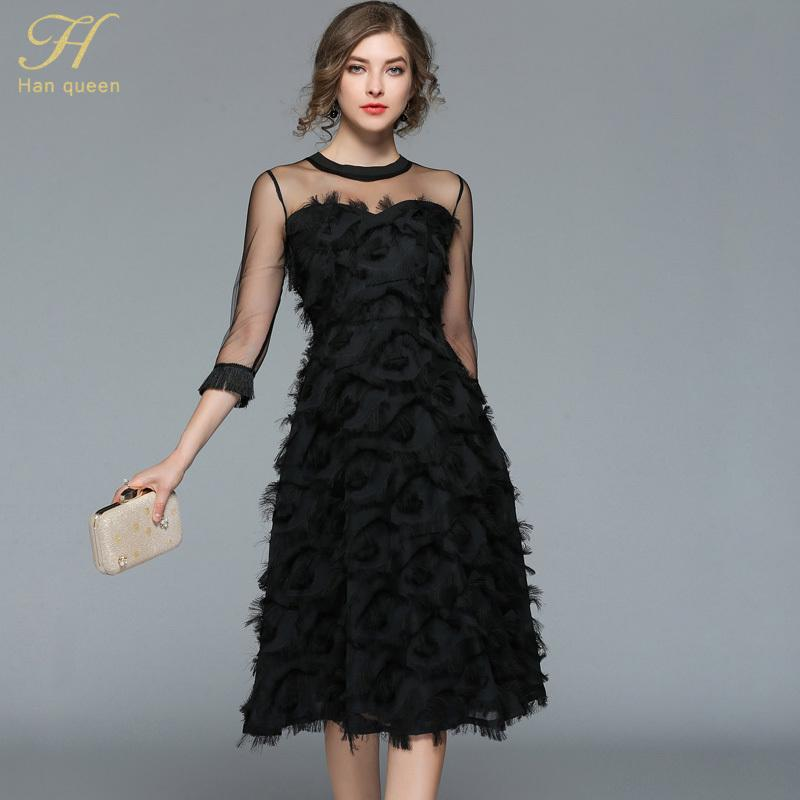 H Han Königin 2018 Sommer-Frauen sexy schwarzen Kleid Art und Weise höhlen heraus Kleider Quaste Feder beiläufige dünne Weinlese-Partei vestidos T200319 Netz