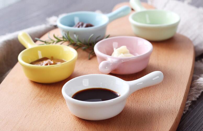 Nouvelle saucière en céramique avec plat de vinaigre de sauce de soja sauce créative