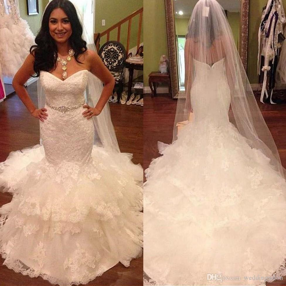Incroyable perles sirène dentelle robes de mariage décolleté en cœur hiérarchisé robes de mariée avec Sash balayage train trompette Tulle robe de mariée