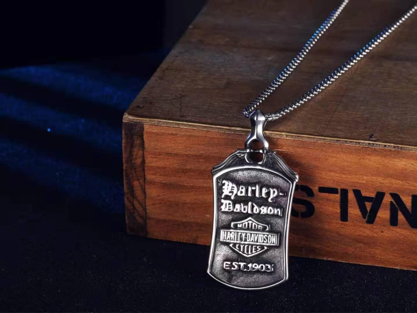 2020 جديد هارلي اليورو الأمريكية الرجعية هارلي للدراجات النارية الرجال التيتانيوم الصلب قلادة قلادة الرجال شخصية فاسق المجوهرات الإبداع الحب ث