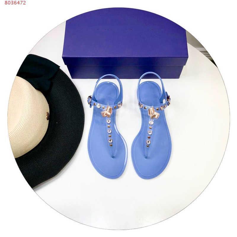 Venta caliente: la última versión de sandalias de mujer, sandalias con punta abotonada con zapatos de rhinestone, una variedad de sandalias planas de colores están disponibles