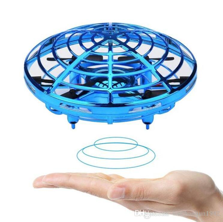 Wholesale 2020 UFO Gesture Induction Suspension Aircraft Smart Flying Saucer With LED Lights Creative Toy Entertainment jouets pour enfants